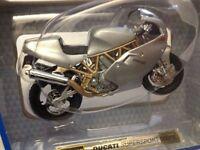 Moto Ducati SuperSport 900FE - Scala 1:18 Die Cast - Bburago - Nuovo