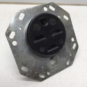 GE GE1530 Flush Receptacle 3-Pole 4-Wire, 30A 250V, 15-30R, Black