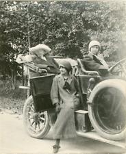 France, Voiture d'époque  Vintage silver print. Vintage car  Tirage argen