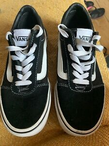 Ladies/girls VANS trainers Size 3 Black Good Condition
