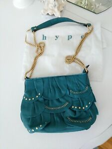 HYPE LEATHER TURQUOISE HANDBAG TOP ZIP CLOSURE purse gold chain strap scalloped