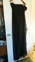 LARGE VINTAGE / RETRO 1960S BLACK LACE SHAWL - 68 X 68 INCHES