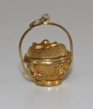 COL042 PENDANT IN THE SHAPE OF BASKET. 8K YELLOW GOLD. SPAIN. 50's