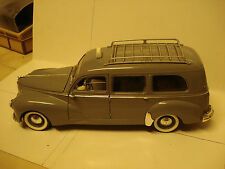 "Solido : Peugeot 203 ""Taxi "" 8 vitres     -- 1/18  -- TBE"