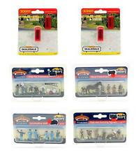 More details for bachmann/hornby 'oo' gauge lot of 6 assorted figures & telephone kiosks