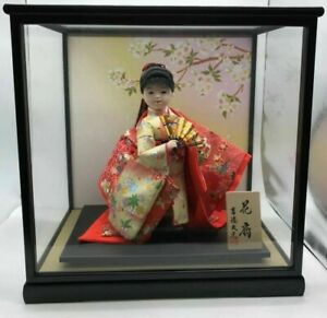 Japanese girl doll in Kimono on wooden base in glass case EXCELLENT