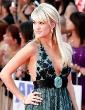 """Carrie Underwood in a 8"""" x 10"""" Glossy Photo am"""