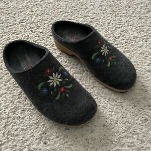 HAFLINGER Womens 39 Wool GRIZZLY Clogs Gray Slip-on Shoes Floral Embroidered 8US