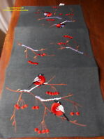 NAPPERON CHEMIN  BRODE SUR  POLYESTER FOND ANTHRACITE LES OISEAUX    40X90