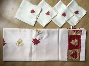 Peggy Wilkins exclusive Christmas Table cloth 4 napkins embroider set luxury