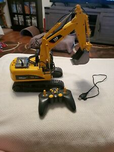 Top Race Remote Control Metal and Plastic Excavator with charger