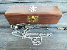 Sifflet marin de bosco en laiton argenté avec chainette dans son coffret bois