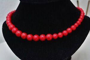 Schöne Halskette mit roter Schaumkoralle