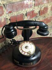 Téléphone à colonne ancien en Bakélite et métal 1936