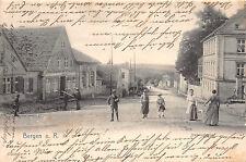 Bergen auf Rügen Dammstrasse, Frauen mit Kinder am Haus Postkarte 1905