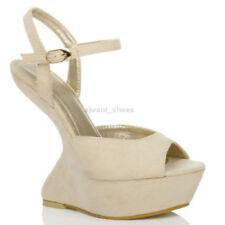 Scarpe da donna beige in camoscio sintetico con fibbia