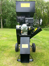 Whitemoss Petrol Engined Towable 6.5HP Petrol Garden Mulcher Chipper Shredder