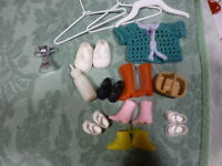 lot poupée mini,14piéces  chaussures biberon ceintre s,petit gilet tricoté main