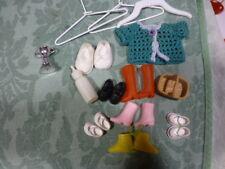 lot  poupée mini,  chaussures biberon ceintre s,petit gilet tricoté main etc..