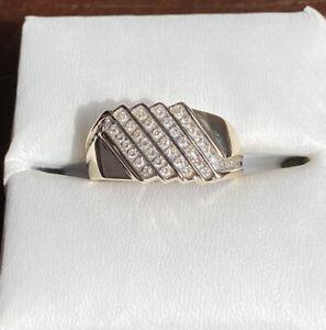4.0g Men's 10K Yellow Gold .60 TCW Round Cut Diamond Ring - Size 10.5