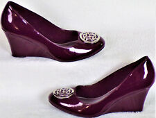 FIONI size 7.5 burgundy faux-patent-leather wedge-heel pumps soft footbeds