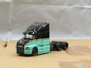 dcp/Maisto black/green Mack Anthem tractor no box 1/64.