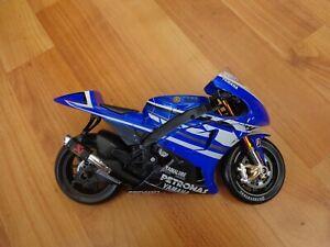 MAISTO 1/10 YAMAHA YZR-M1 BEN SPIES #11 MOTO GP 2011 DIECAST BIKE