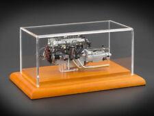 CMC Aston Martin DB4 GT , 1961 Motor mit Vitrine