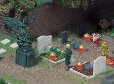 Busch 5404 HO (1/87e): 4 Graven met grafverlichting
