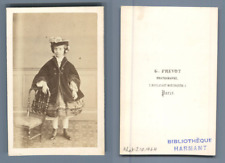 Prévot, Paris, petite fille en manteau Vintage CDV albumen carte de visite