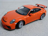Porsche 911 991 GT3 orange 2017 Felgen grau limitiert Minichamps Modellauto 1:18