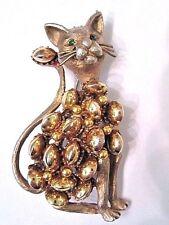 HAR VINTAGE FIGURAL CAT PIN GREEN RHINESTONE EYES TEXTURED GOLD TONE RAISED