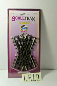 MTH 45-1006 ScaleTrax 45 Degree Crossover Track 3 Rail   NEW