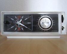UNIVERSUM W 2821 Uhrenradio UKW MW Radiowecker analog Quelle 1970er Jahre? Retro