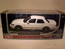 2010 Ford Crown Victoria Police Diecast Car 1:24 Motormax 8 inch Slick White