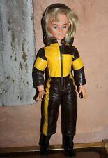 Jerry Bella avec Moto-combi cagoule et bottes