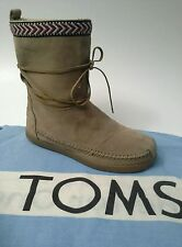 TOMS Nepal Boots Suede Sand Soft Faux-Shearling Lining Aztec Trim Size 5 COMFY