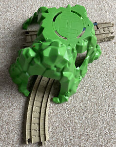 Trackmaster Thomas The Tank Engine 3 Way Tunnel With Helipad & Track