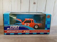 Racing Champions Richard Petty 1981 Buick Regal #43 1:24 Scale Diecast Race Car