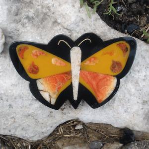 1 pendentif recouvert de poudre de pierre et vernis