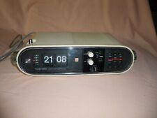 Ancien radio réveil  à lamelle vintage année 70 Toshiba fonctionne