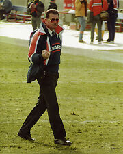 MIKE DITKA FINGER FLIPPING THE BIRD CHICAGO BEARS 8X10 PHOTO