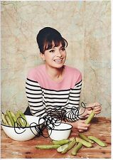 GIZZI ERSKINE - Signed 12x8 Photograph - TV - COOKERY