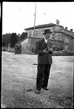 Homme photographe appareil photo - négatif photo ancien an. 1940 negative