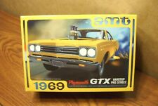 AMT 1969 PLYMOUTH GTX HARDTOP PRO STREET 1/25 SCALE MODEL KIT