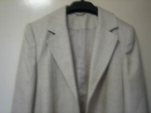 A WOMENS LOVELY CREAM VERY PALE BROWN E.W.M PURE CLASSIC  JACKET SIZE 16