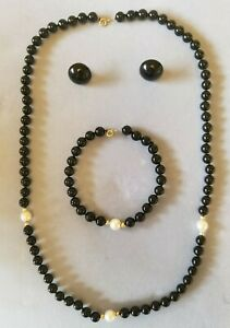 Beautiful beaded Onyx cultured Pearl 14k gold necklace bracelet earrings set