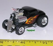Muscle Machines 1933 Ford Coupe 33 Black Street Rod With Flames 1:64 Scale
