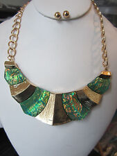 Green Lucite Opal Look Gold Tone Metal Deco Chunky Necklace Earring Set