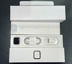 Apple Watch Series 4 40 mm Silver Aluminum White Band GPS + Cellular (MTUD2LL/A)